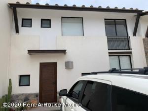 Casa En Ventaen El Marques, Zibata, Mexico, MX RAH: 20-2832