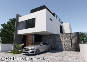 Casa En Ventaen El Marques, Zibata, Mexico, MX RAH: 20-3025
