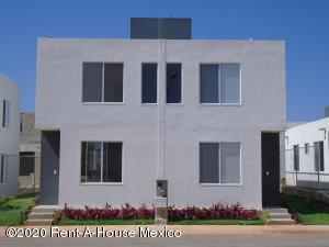Casa En Ventaen Kanasin, Residencial Las Palmas, Mexico, MX RAH: 20-3067