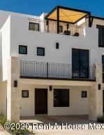 Casa En Ventaen Queretaro, Jurica, Mexico, MX RAH: 20-3139