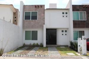 Casa En Rentaen Queretaro, Santa Fe De Juriquilla, Mexico, MX RAH: 20-3206