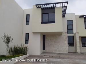 Casa En Ventaen El Marques, Zibata, Mexico, MX RAH: 20-3218