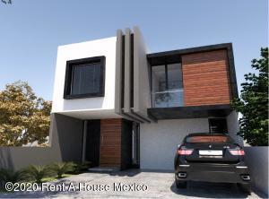 Casa En Ventaen El Marques, Zibata, Mexico, MX RAH: 20-3221