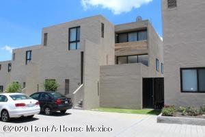 Departamento En Rentaen El Marques, Zibata, Mexico, MX RAH: 20-3233