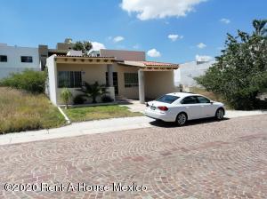 Casa En Ventaen Queretaro, Cumbres Del Lago, Mexico, MX RAH: 20-3319