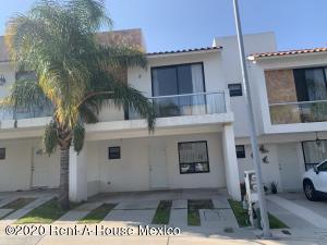 Casa En Rentaen Queretaro, El Mirador, Mexico, MX RAH: 20-3421