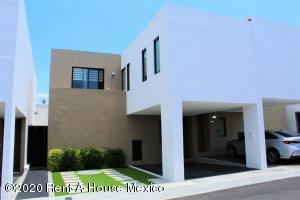 Casa En Ventaen El Marques, Zibata, Mexico, MX RAH: 20-3532