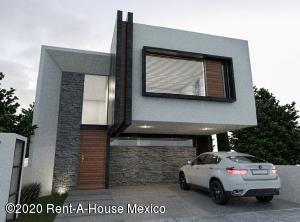 Casa En Ventaen El Marques, Zibata, Mexico, MX RAH: 20-3563