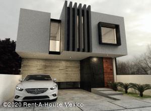 Casa En Ventaen El Marques, Zibata, Mexico, MX RAH: 20-3564