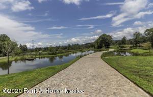 Terreno En Ventaen Valle De Bravo, Valle De Bravo, Mexico, MX RAH: 20-3598