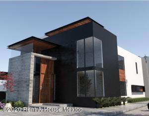Casa En Ventaen El Marques, Zibata, Mexico, MX RAH: 20-3639