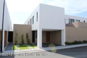 Casa En Rentaen El Marques, Zibata, Mexico, MX RAH: 20-3666