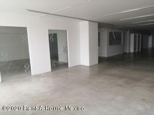 Local Comercial En Rentaen Cuauhtémoc, Centro, Mexico, MX RAH: 20-3668