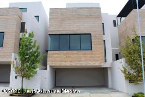 Casa En Ventaen El Marques, Zibata, Mexico, MX RAH: 20-3718
