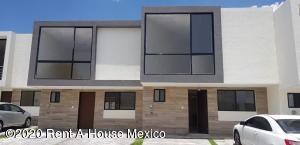 Casa En Rentaen Queretaro, El Refugio, Mexico, MX RAH: 20-3725