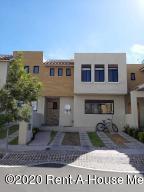 Casa En Ventaen El Marques, Zibata, Mexico, MX RAH: 20-3760