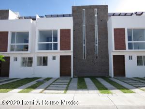 Casa En Ventaen Corregidora, Santa Fe, Mexico, MX RAH: 20-3822