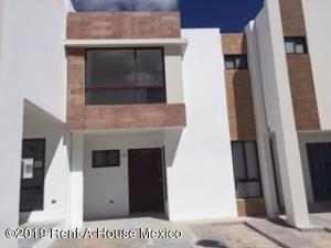 Casa En Ventaen El Marques, Zibata, Mexico, MX RAH: 21-94
