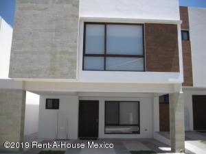 Casa En Ventaen El Marques, Zibata, Mexico, MX RAH: 21-95