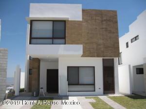 Casa En Ventaen El Marques, Zibata, Mexico, MX RAH: 21-97