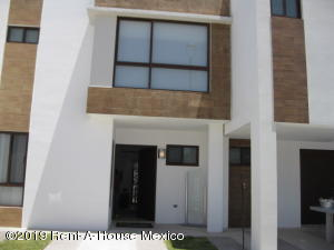 Casa En Ventaen El Marques, Zibata, Mexico, MX RAH: 21-98