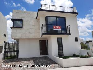 Casa En Ventaen El Marques, Zibata, Mexico, MX RAH: 21-188