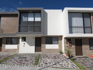 Casa En Rentaen Queretaro, El Refugio, Mexico, MX RAH: 21-221