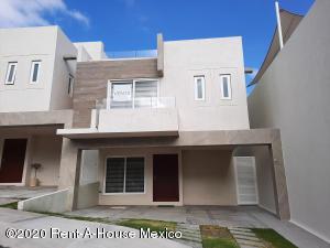Casa En Ventaen El Marques, Zibata, Mexico, MX RAH: 21-185