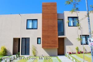 Casa En Rentaen El Marques, Zakia, Mexico, MX RAH: 21-382