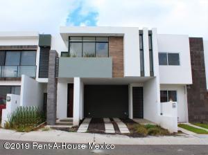 Casa En Rentaen El Marques, Zibata, Mexico, MX RAH: 21-388