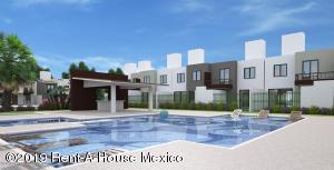 Casa En Ventaen Queretaro, Ciudad Del Sol, Mexico, MX RAH: 21-395
