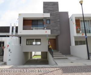 Casa En Ventaen Queretaro, Cumbres Del Lago, Mexico, MX RAH: 21-496