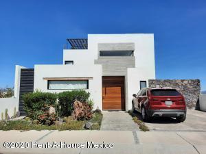Casa En Ventaen El Marques, Zibata, Mexico, MX RAH: 21-538