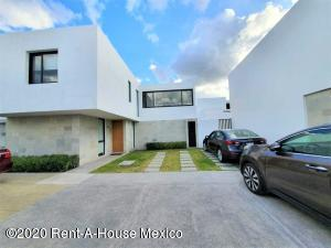 Casa En Ventaen El Marques, Zibata, Mexico, MX RAH: 21-582