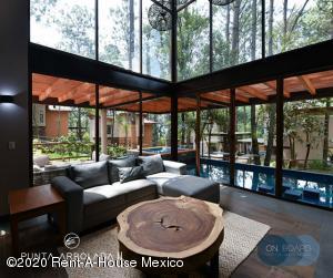 Casa En Ventaen Valle De Bravo, Valle De Bravo, Mexico, MX RAH: 21-734
