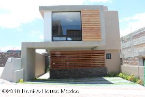 Casa En Ventaen El Marques, Zibata, Mexico, MX RAH: 21-771