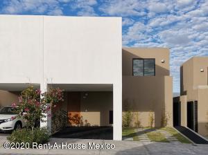 Casa En Rentaen El Marques, Zibata, Mexico, MX RAH: 21-776
