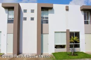 Casa En Ventaen Queretaro, Ciudad Del Sol, Mexico, MX RAH: 21-819
