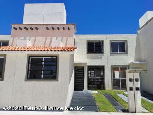 Casa En Ventaen Pedro Escobedo, La Lira, Mexico, MX RAH: 21-915