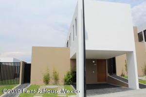 Casa En Ventaen El Marques, Zibata, Mexico, MX RAH: 21-991