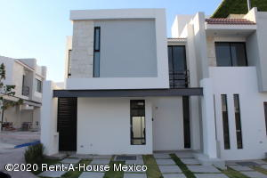 Casa En Ventaen El Marques, Zibata, Mexico, MX RAH: 21-1029