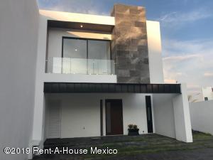 Casa En Ventaen El Marques, Zibata, Mexico, MX RAH: 21-1032