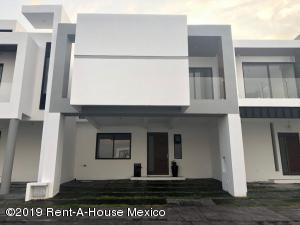 Casa En Ventaen El Marques, Zibata, Mexico, MX RAH: 21-1034