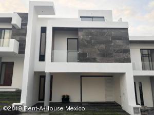 Casa En Ventaen El Marques, Zibata, Mexico, MX RAH: 21-1035