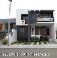Casa En Ventaen El Marques, Zibata, Mexico, MX RAH: 21-1037
