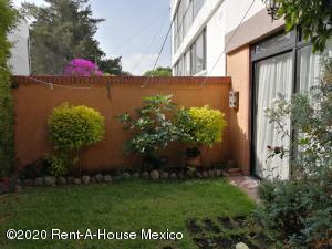 Casa En Ventaen Naucalpan De Juarez, Ciudad Satelite, Mexico, MX RAH: 21-1046