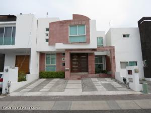 Casa En Rentaen Queretaro, El Refugio, Mexico, MX RAH: 21-1259