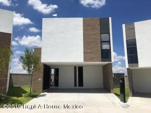Casa En Ventaen El Marques, Zibata, Mexico, MX RAH: 21-1798