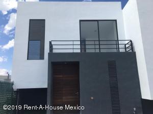 Casa En Ventaen El Marques, Zibata, Mexico, MX RAH: 21-1799