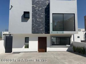 Casa En Ventaen El Marques, Zibata, Mexico, MX RAH: 21-1824